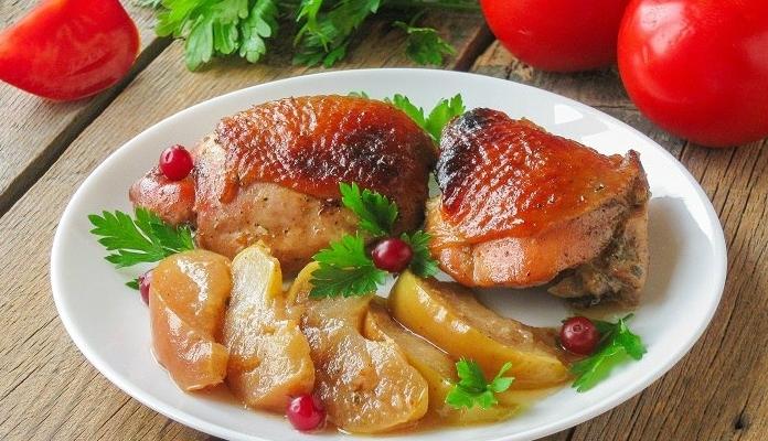 Куриные бедра в духовке — 10 вкусных рецептов запекания