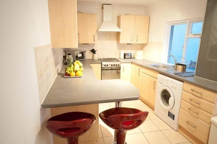 Неординарные столешницы и барные стойки на кухне. Полезные фото-идеи