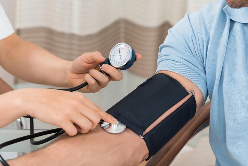 Быстрым шагом прочь от гипертонии: 20 способов снизить давление.