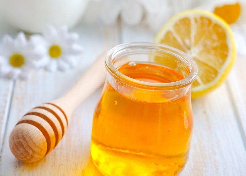 Эта зрелая женщина каждое утро съедает ложку мёда с корицей… Результаты действительно поразительные! Всё лишнее уходит безвозвратно!