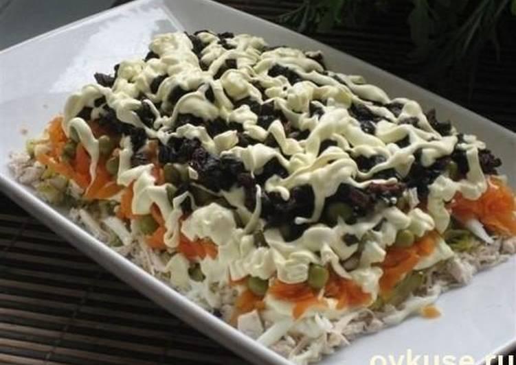 Рецепт этого салата будут выпрашивать все гости. Очень вкусный - пошаговый рецепт с фото.