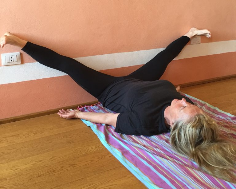 3 вещи, которые случаются, когда вы кладете ноги на стену каждый день