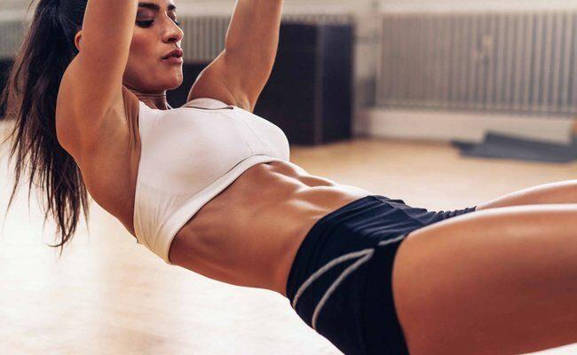 Цель - плоский живот за 14 дней: 9 упражнений для сжигания брюшного жира