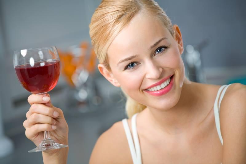 Преимущества использования красного вина для Вашей кожи