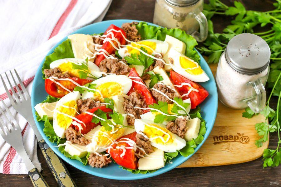 Низкокалорийный белковый салат с тунцом
